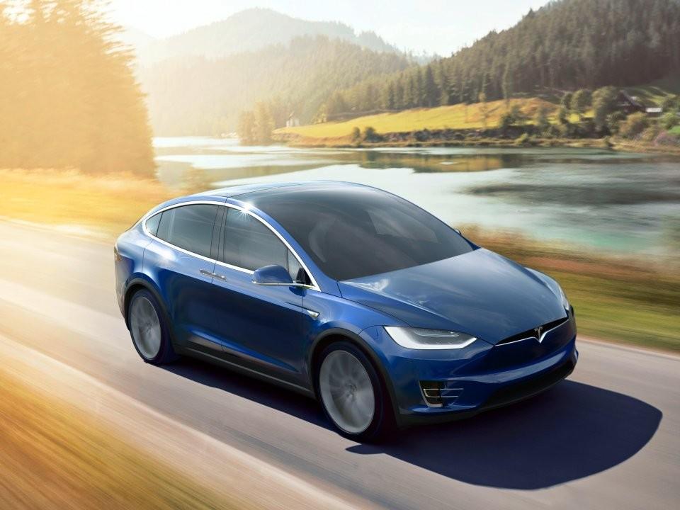 Автопилот Tesla спас водителя отДТП на высокоскоростной трассе вНидерландах