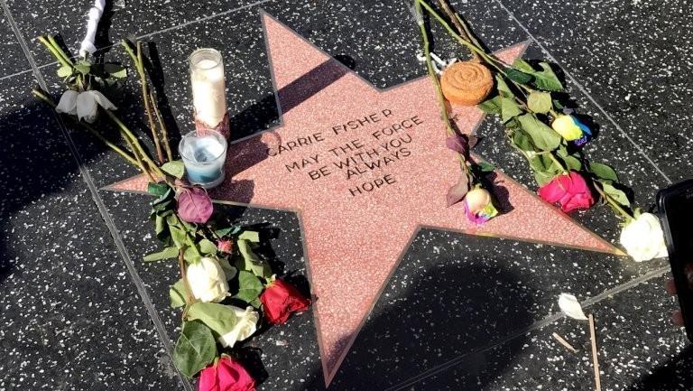 Фанаты Кэрри Фишер сделали звезду наАллее Славы впамять об артистке