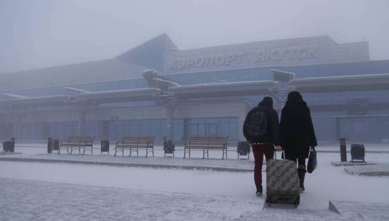 ВЯкутске пассажирский самолёт совершил вынужденную посадку после отказа мотора