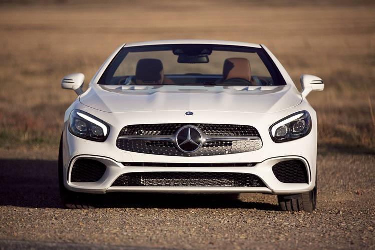 Benz «вырывается» влидеры премиального сектора в 2016г.