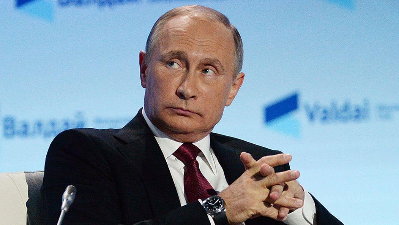 Путин поздравил выславшего русских дипломатов Обаму сНовым годом