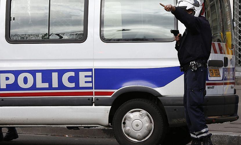 Наконсула Туниса воФранции напал вооруженный человек