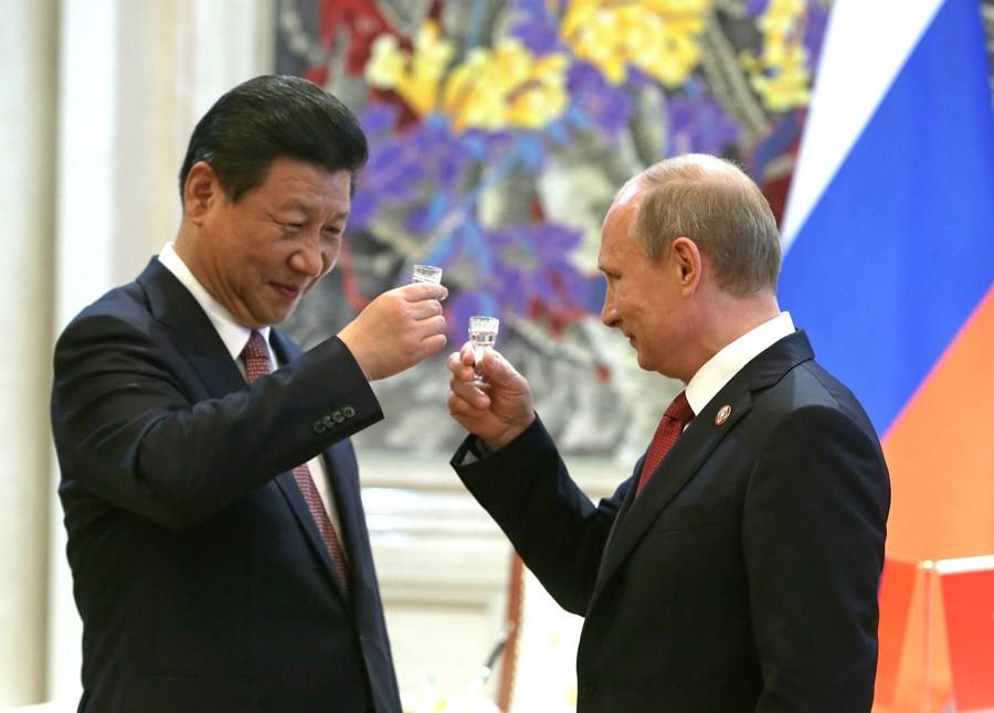 Китайский лидер поздравил В.Путина и граждан России сНовым годом