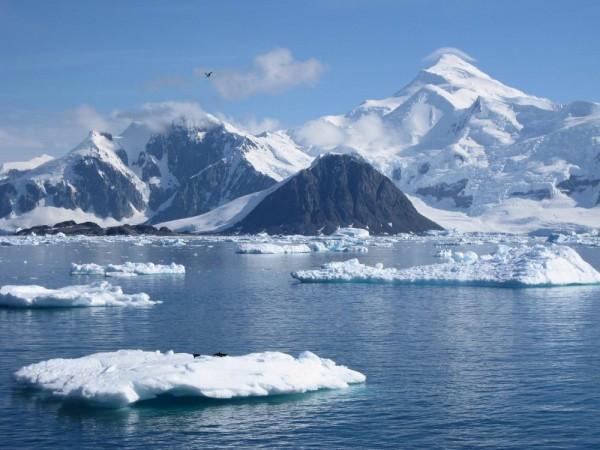 Ученые раскрыли тайну появления гигантского кратера на востоке Антарктиды