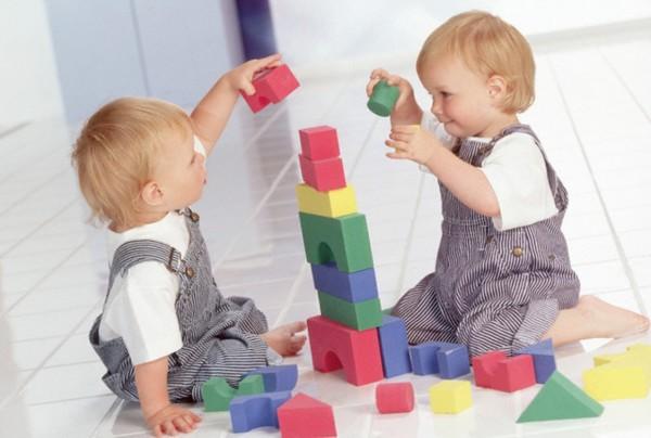 Ученые: 1,5-годовалые малыши предпочитают соответствующие их полу игрушки