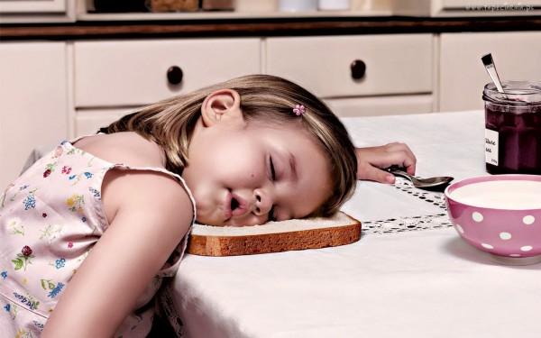 Ученые составили список продуктов, которые могут сделать человека сонливым