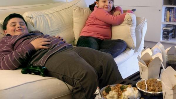 Биологи: Реклама фастфуда влияет на детей, склонных к ожирению