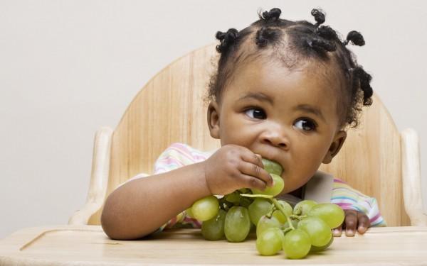 Учёные раскрыли угрозу винограда для детей
