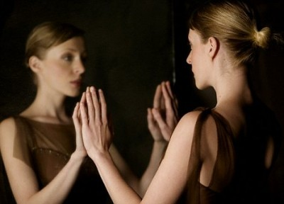Учёные рассказали, о каких болезнях можно узнать в зеркале