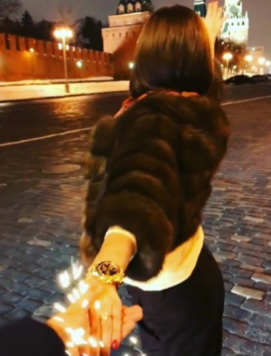 Ольга Бузова заинтриговала фанатов загадочным мужчиной