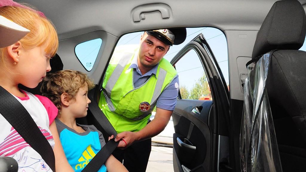 В Российской Федерации вступили всилу новые ужесточенные правила транспортировки детей вавтомобилях