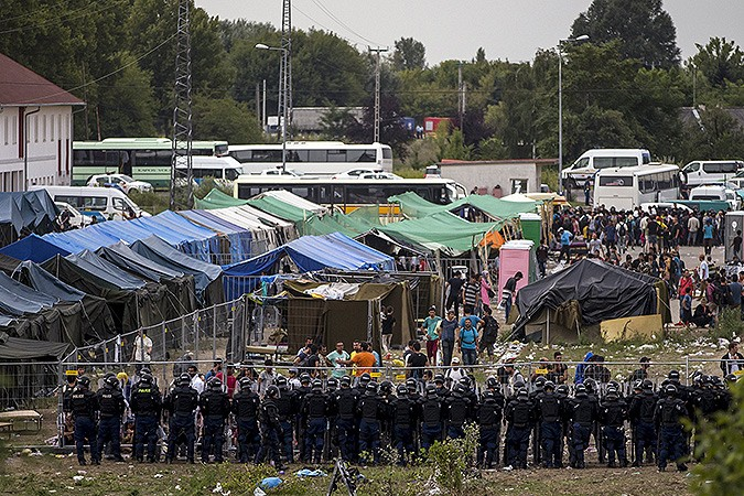 Витальянском лагере взбунтовались беженцы: взаложники были взяты 25 социальных работников