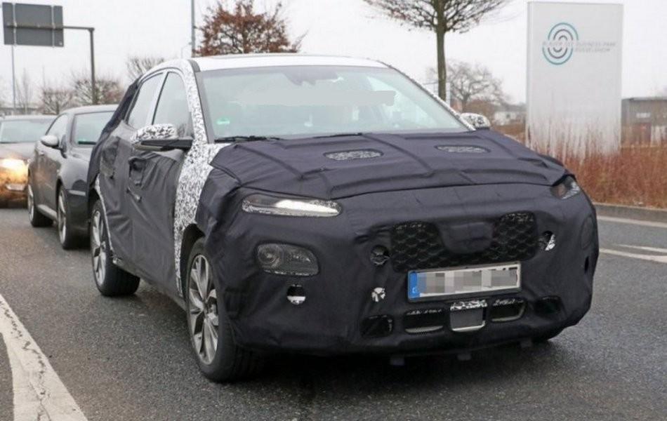 Вглобальной web-сети размещены свежие шпионские кадры нового субкомпактного SUV от Хёндай