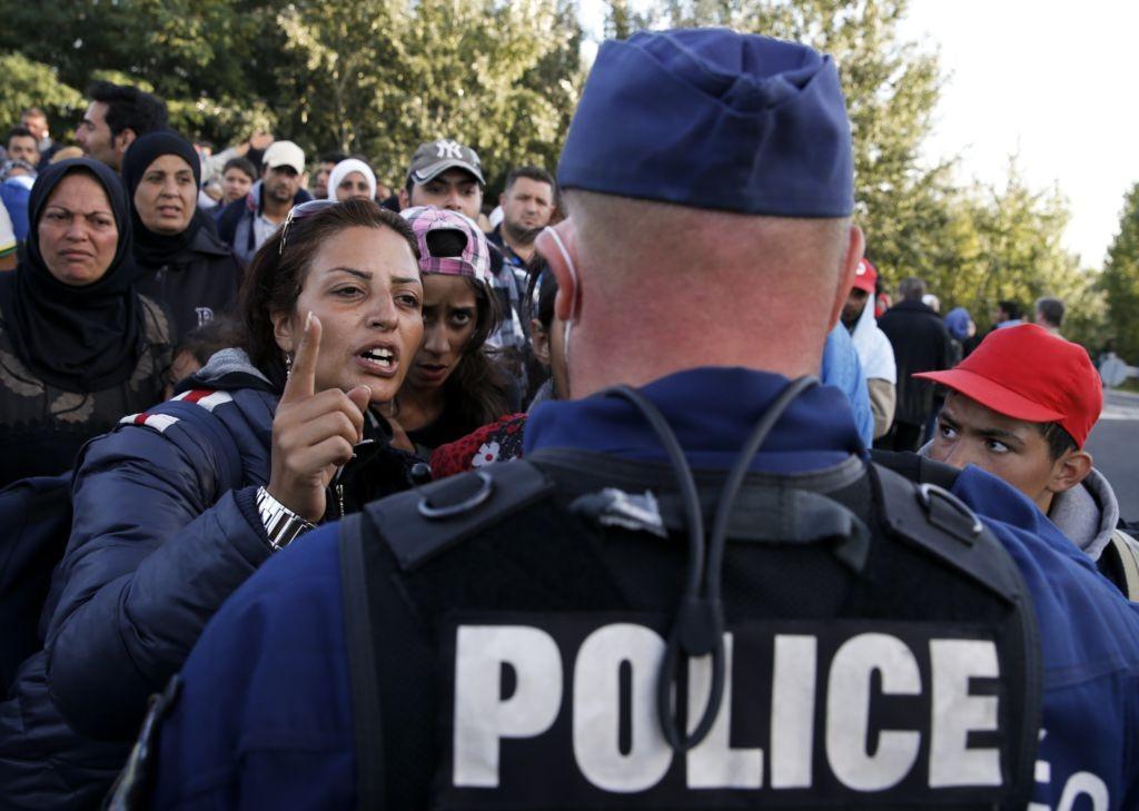 Вцентре Неаполя в стрельбе ранили ребенка и 3-х иммигрантов