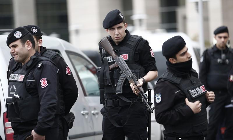 Турецкая милиция провела обыски у служащих Dogan