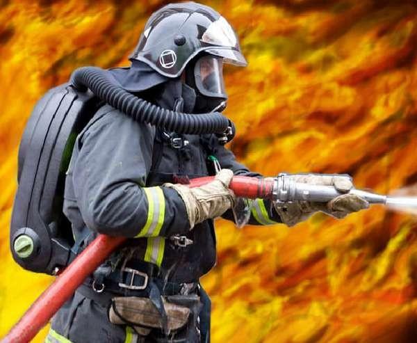 Один человек пострадал врезультате сильного возгорания вмебельном магазине навостоке столицы