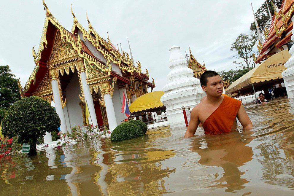 12 погибли, 700 000 пострадали— Наводнение вТаиланде