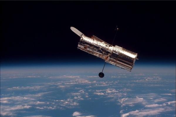 «Хаббл» нашел «рой» комет-«камикадзе», нападающих молодую звезду