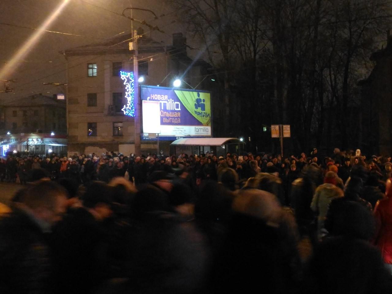 Мужчина упал нарельсы вновосибирском метро