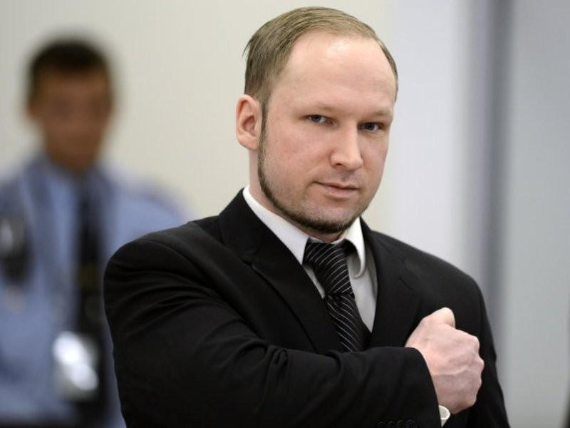 Брейвик отдал нацистское приветствие на совещании суда о несоблюдении его прав
