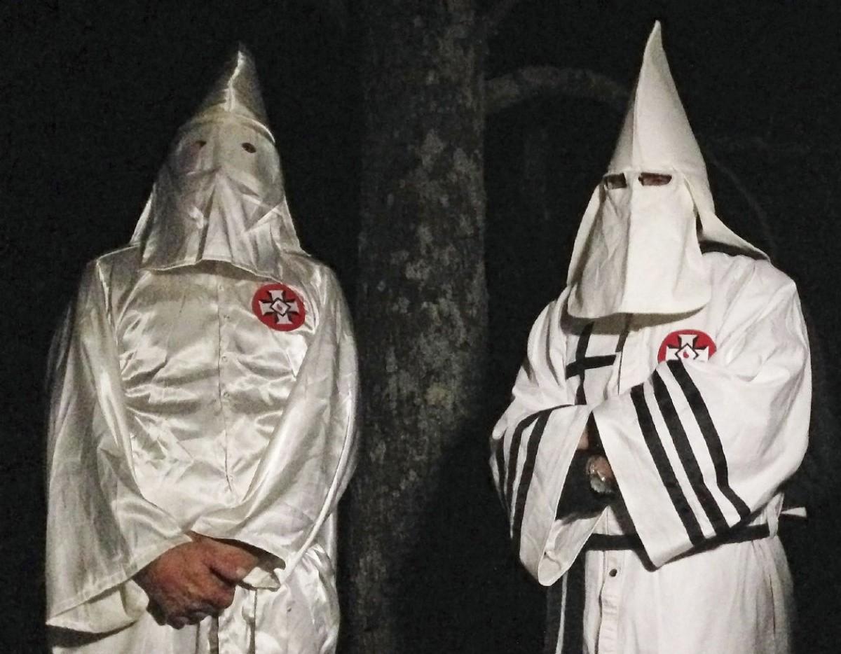 Всенате США задержали 2-х мужчин вкостюмах ку-клукс-клана
