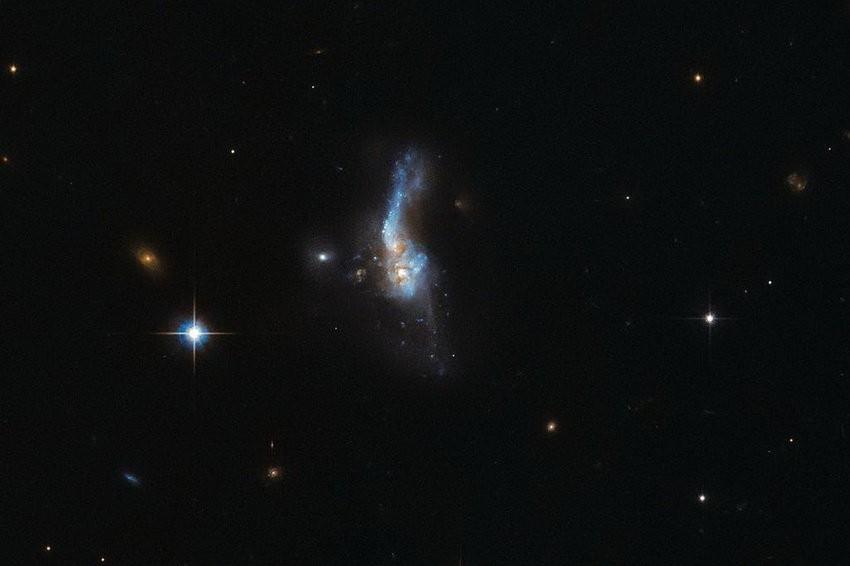 ВNASA запечатлили столкновения 2-х  галактик нафотографии