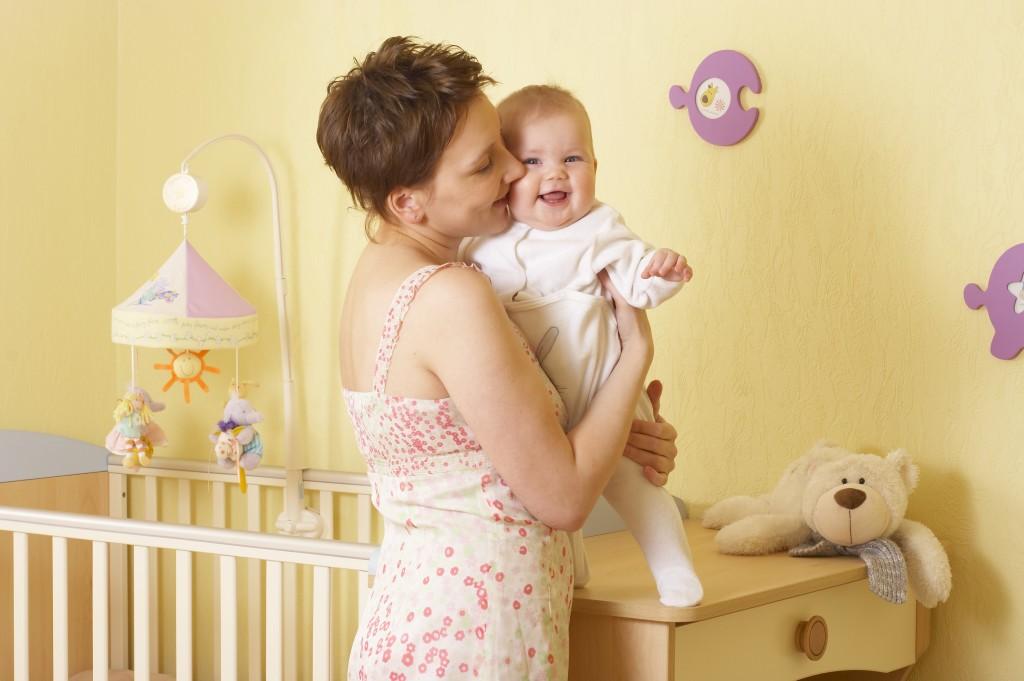 Матери держат ребенка слевой стороны для лучшего контроля— Ученые