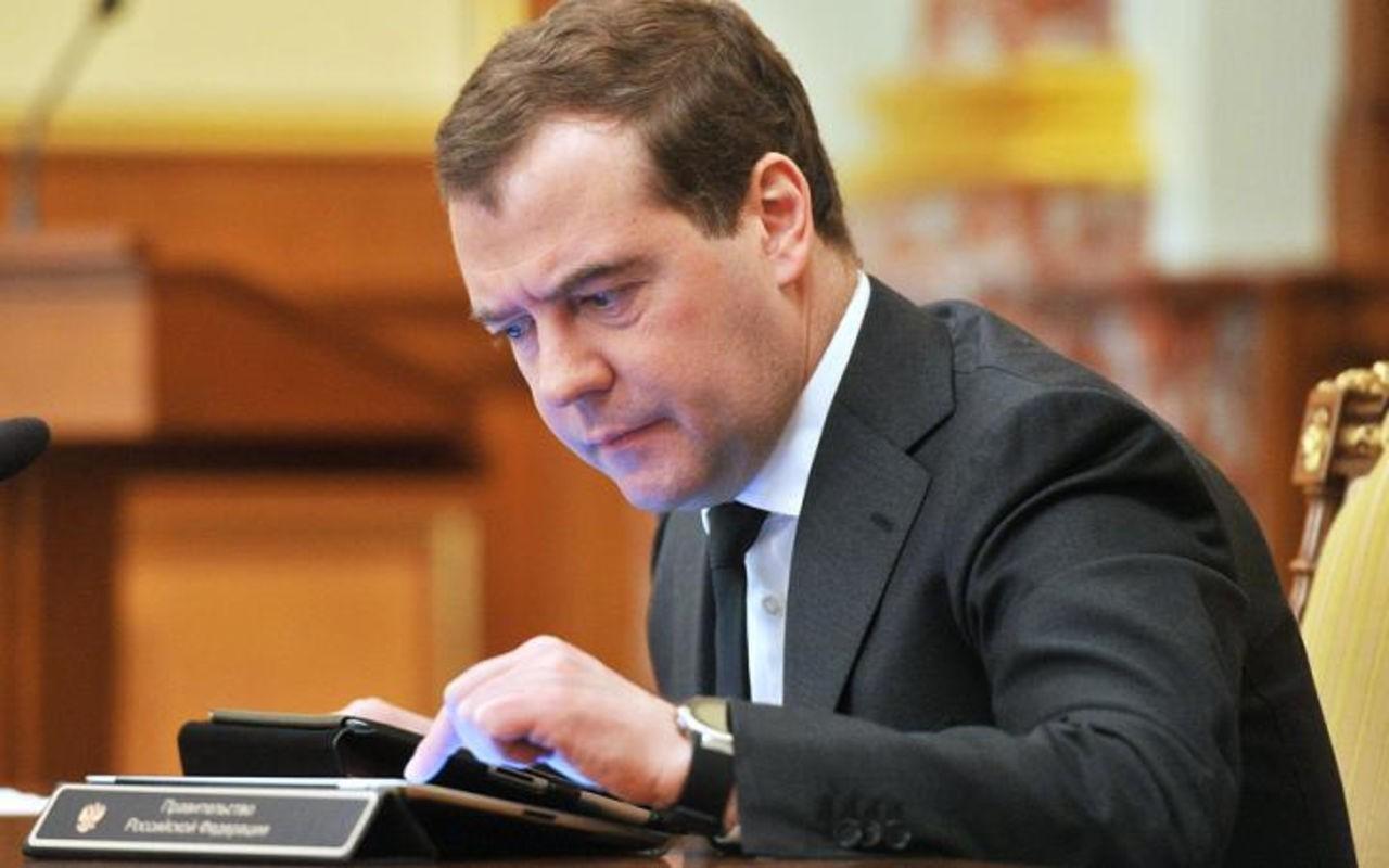 Бывшие менеджеры ВЭБа пожаловались Медведеву на нелегальные  увольнения