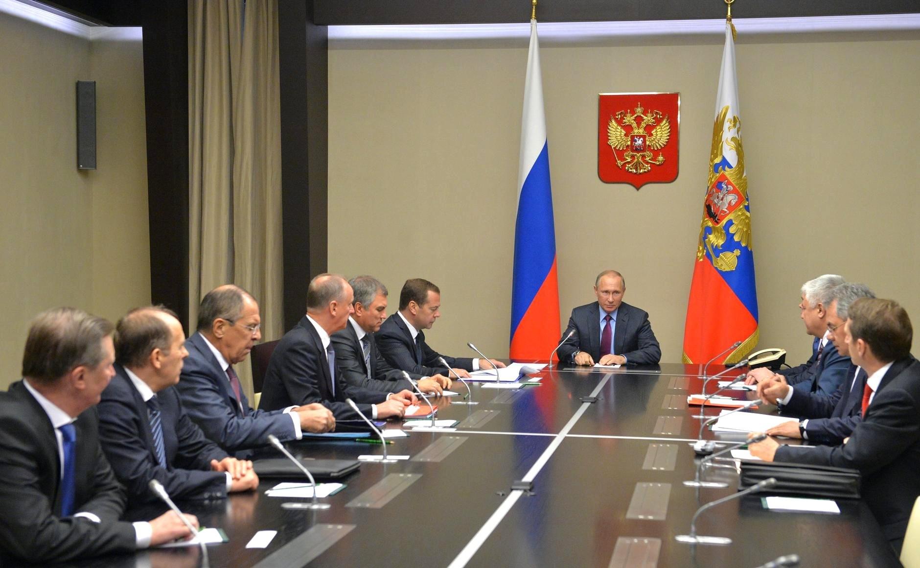 Путин обсудил счленами СовбезаРФ межсирийские переговоры вАстане