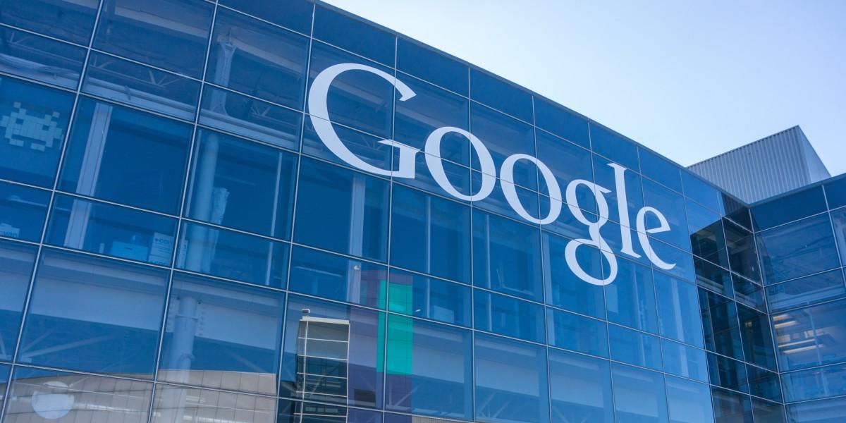 Google назвал дату выхода андроид Wear 2.0