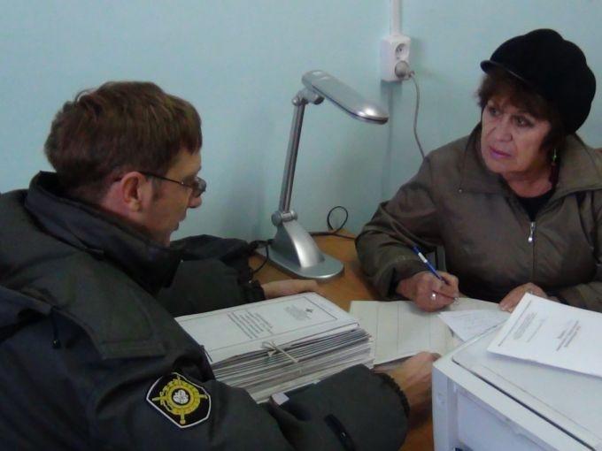 Преступники лишили москвичку 100 тыс руб. иавтомобиля