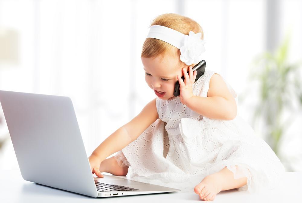 Ученые назвали возраст, когда ребенку нужен смартфон