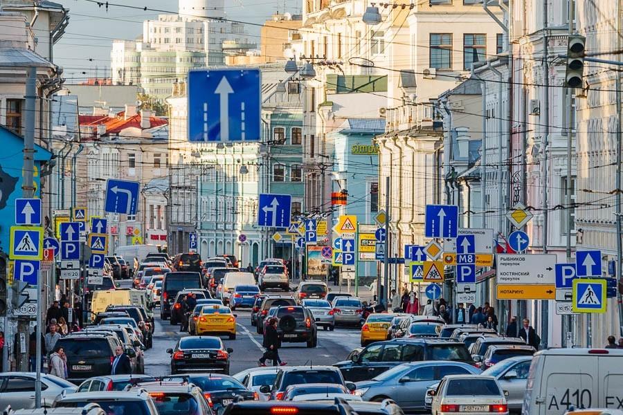 В российской столице появятся уменьшенные дорожные знаки
