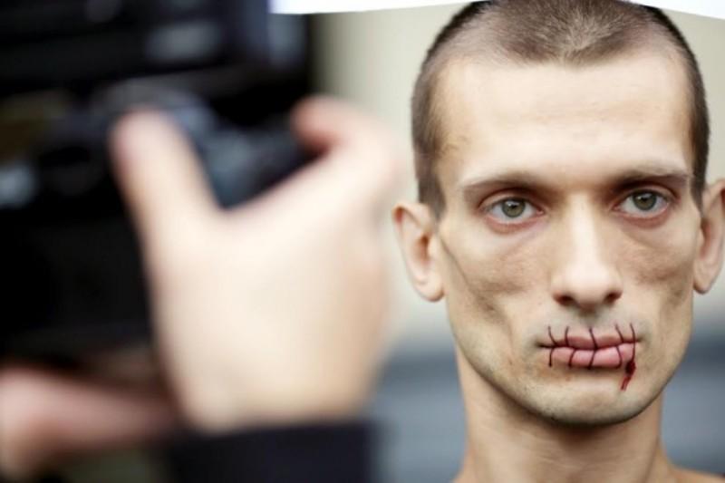 Начальник Театра.doc обнародовала видео с«избиением артиста Павленским»