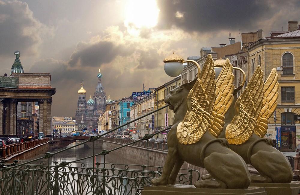 НаБанковском мосту вПетербурге начали демонтировать грифонов