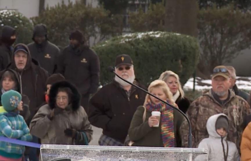 Монарх рок-н-рола Элвис Пресли живой, считают его поклонники