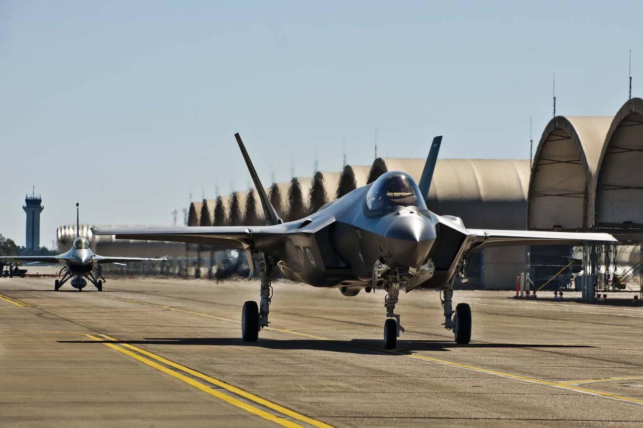 США начали перебрасывать вЯпонию истребители-невидимки F-35