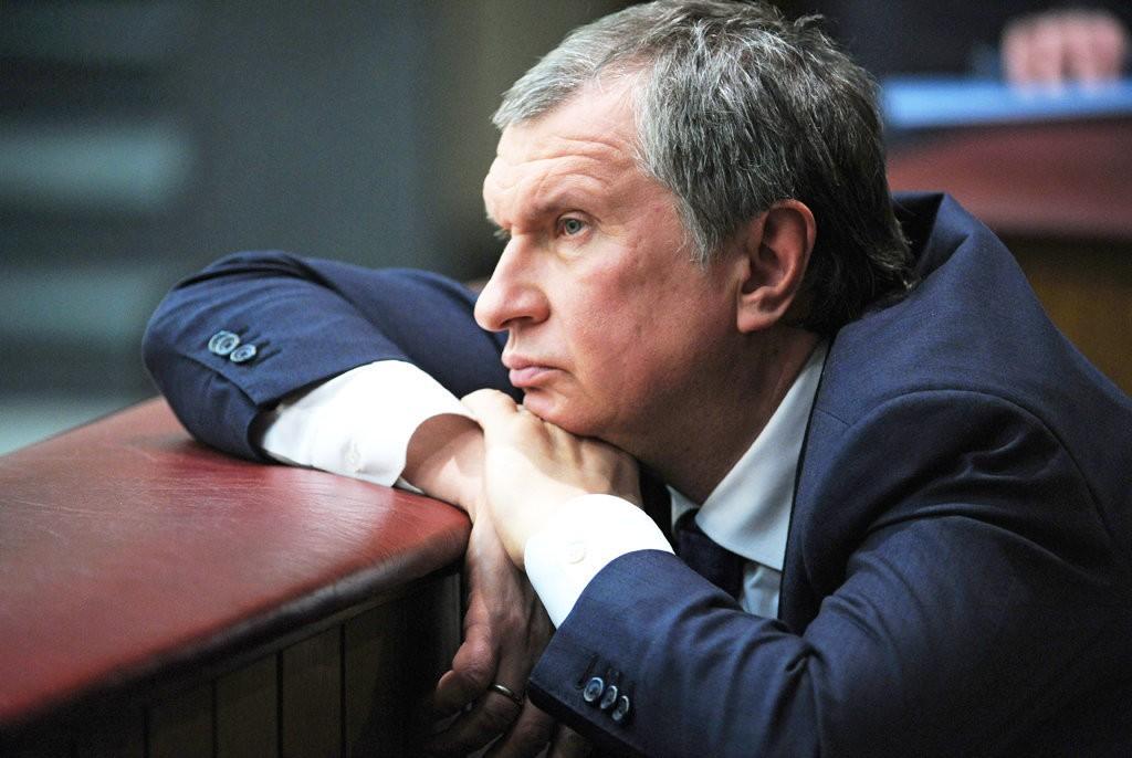 Секретарь «Роснефти» послал корреспондентов «вжопу» навопрос омигалке Сечина