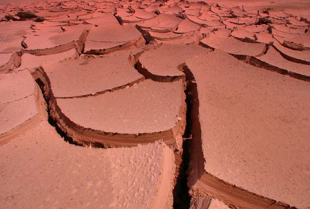 Марсианские хроники: Curiosity нашел наМарсе потрескавшуюся отводы глину
