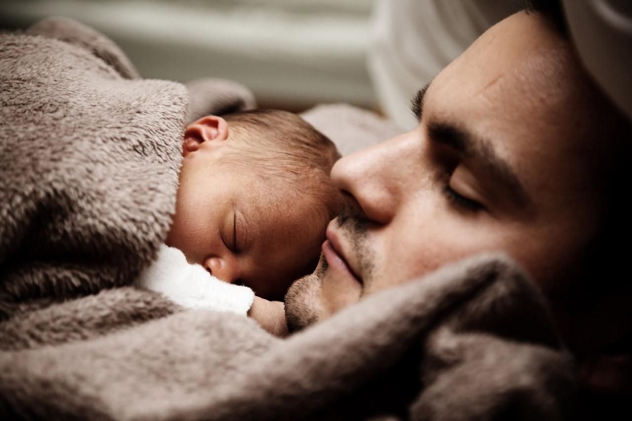 Уотца новорожденного ребенка тоже может быть постродовая депрессия— Ученые