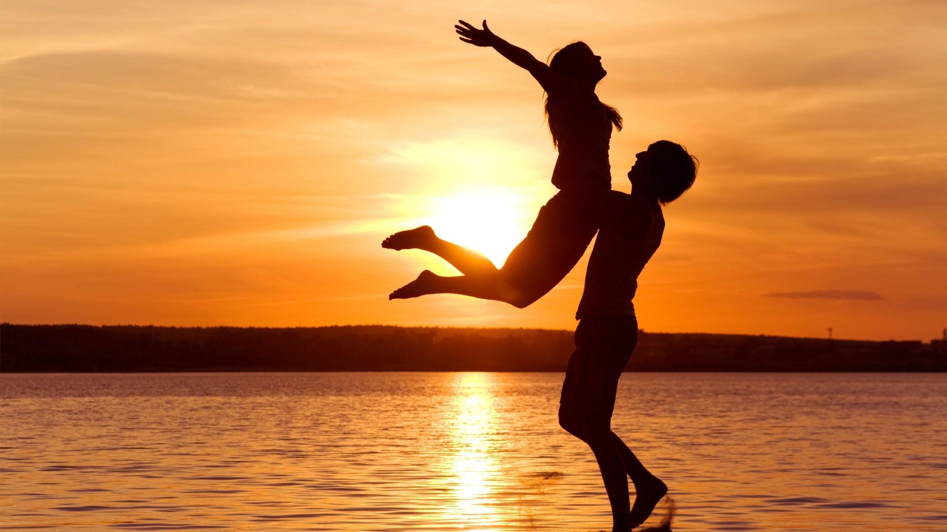Ученые узнали, как улюдей возникла любовь