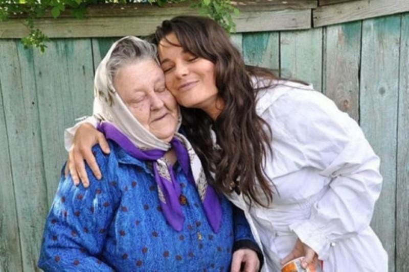 Наташа Королев проводила бабушку впоследний путь