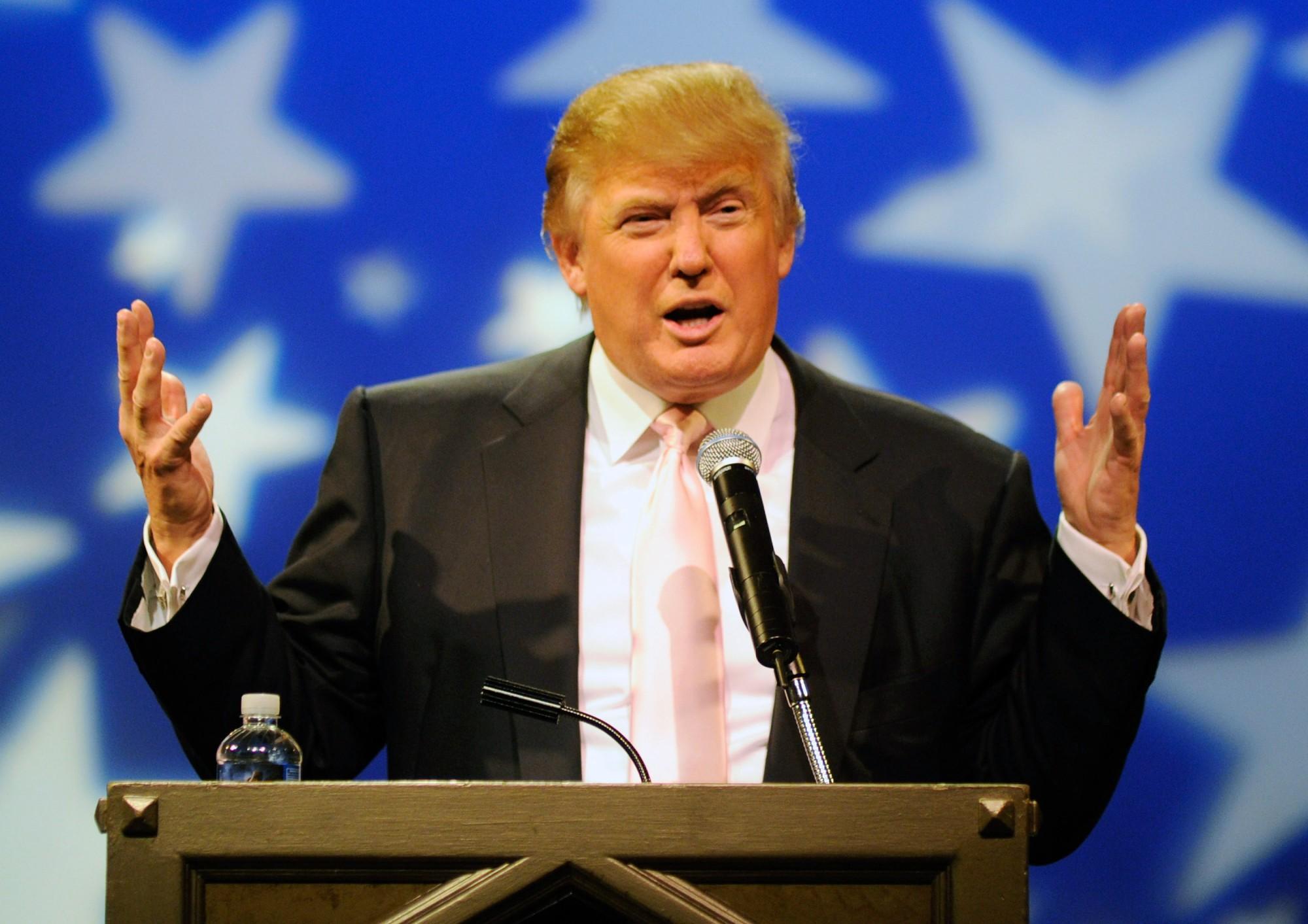 Зачем Трамп «лезет настену»?
