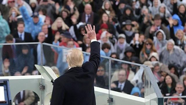 Русский флаг развернули напараде вчесть Трампа