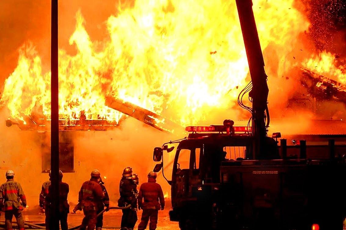 Нефтеперерабатывающий завод зажегся вЯпонии, идёт эвакуация