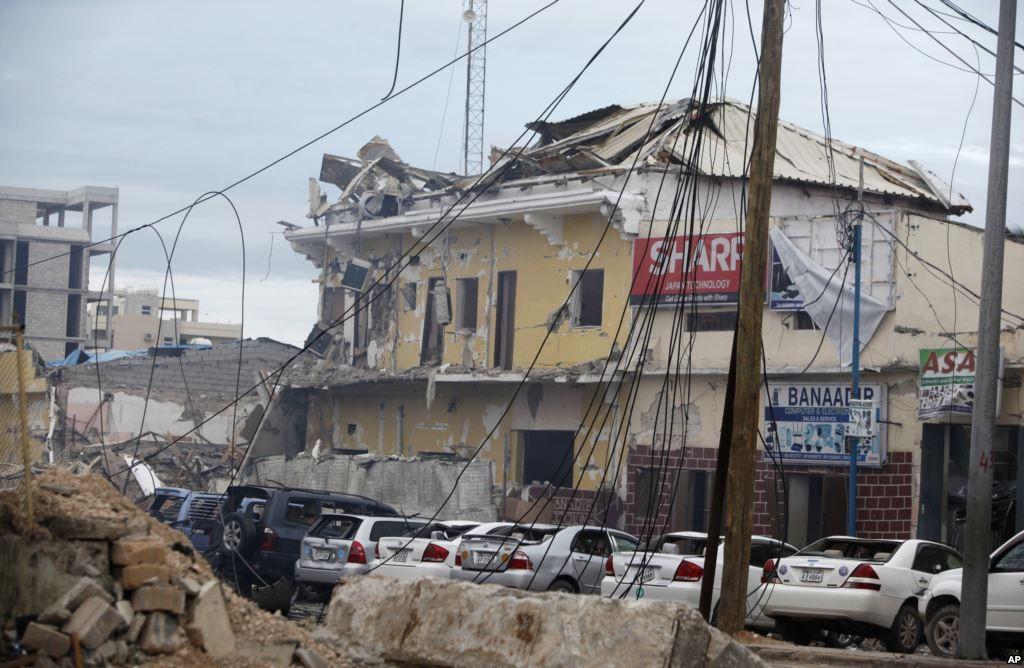 Встолице Сомали боевики атакуют отель: взорвался автомобиль, слышна стрельба