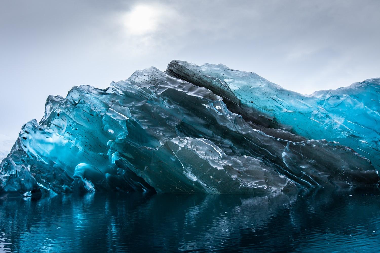 Русские ученые изучают антарктический голубой лед скосмической пылью