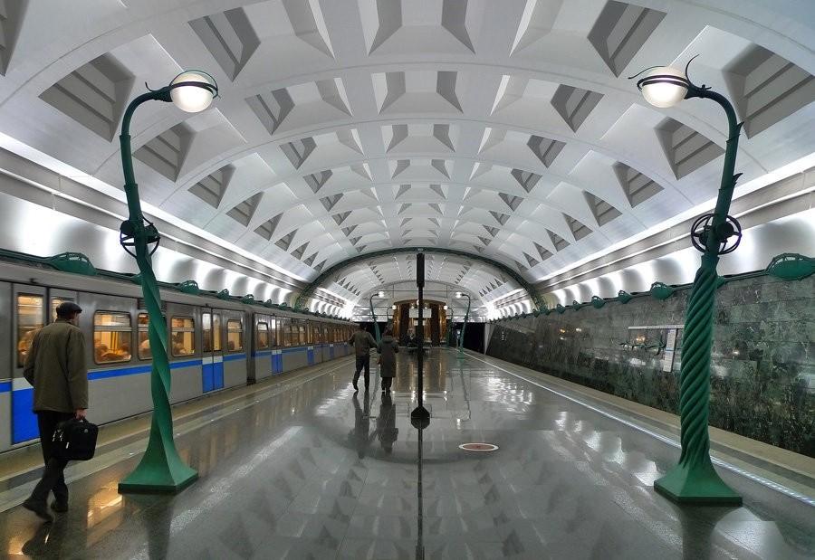 Наименования станций столичного метрополитена продублируют наанглийском языке