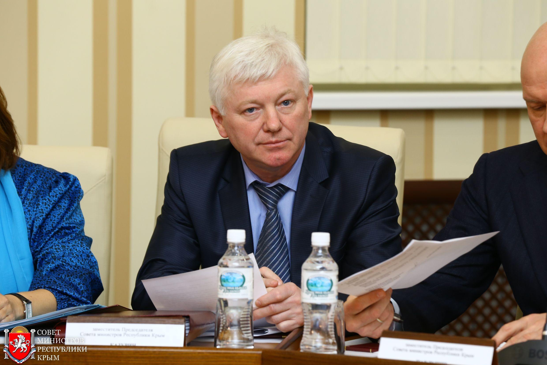 Госсовет согласовал отставку вице-премьера Крыма Олега Казурина