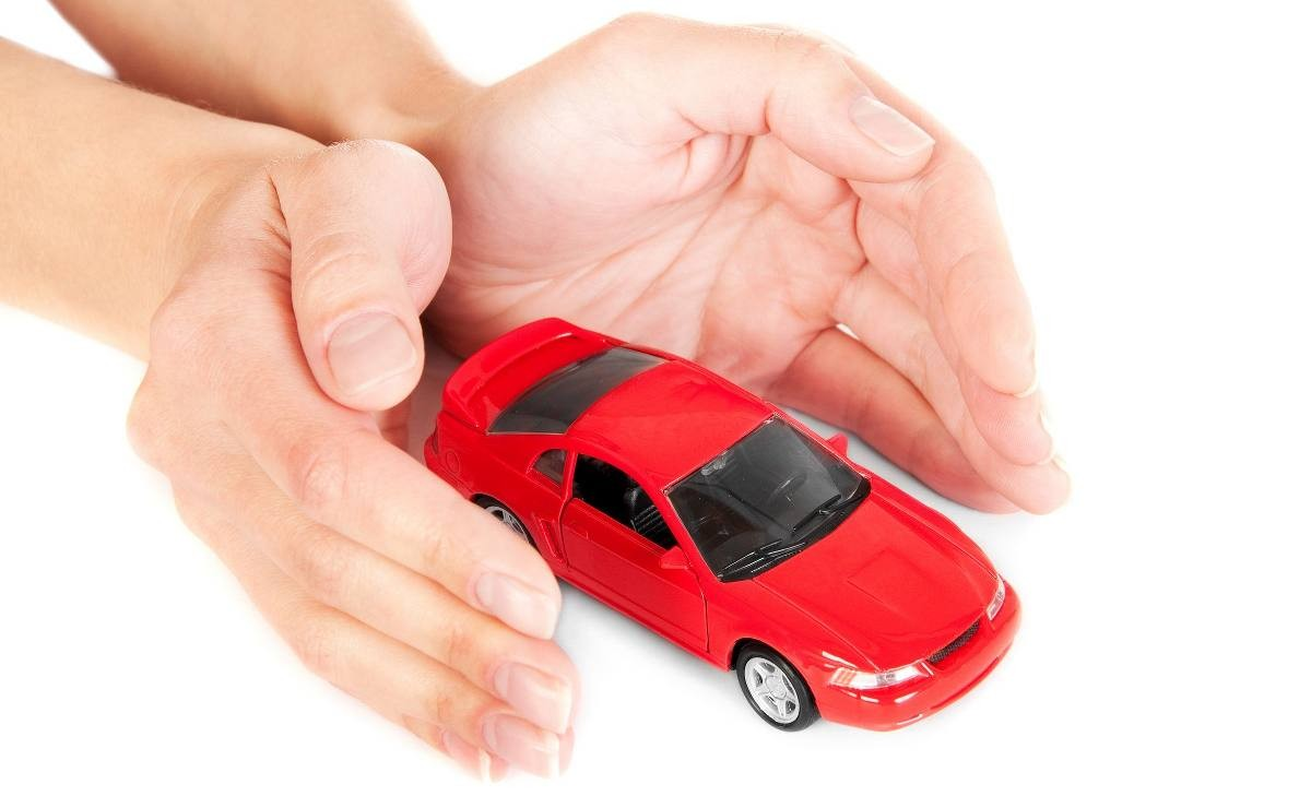 Кабмин предлагает установить приоритет ремонта авто над страховой выплатой